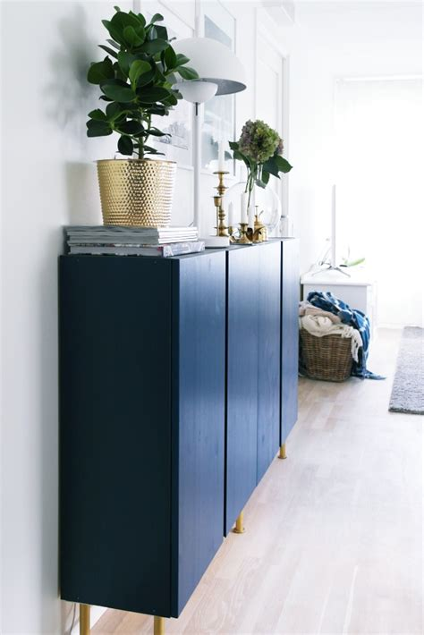 cuisine blanche et bleue home home avec des caissons ikea ivar plumetis