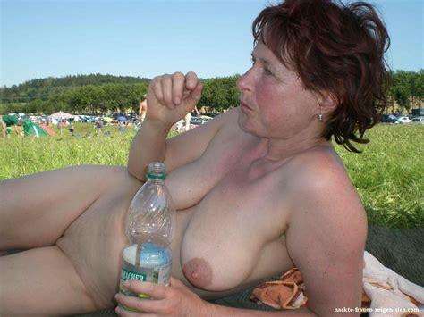 V Llig Nackte Frau Zeigt Sich Beim Fkk Nackte Frauen Pics Dein Bilder Album