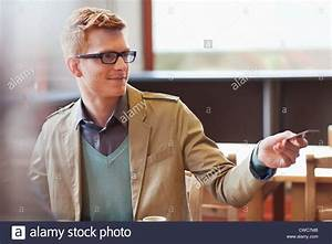 Kreditkarte Rechnung : mann die rechnung per kreditkarte in einem restaurant bezahlen stockfoto bild 50056619 alamy ~ Themetempest.com Abrechnung
