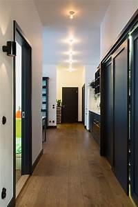 porte fonce mur blanc parquet home pinterest murs With quelle couleur pour salon 15 maison particuliare decoration moderne couloir