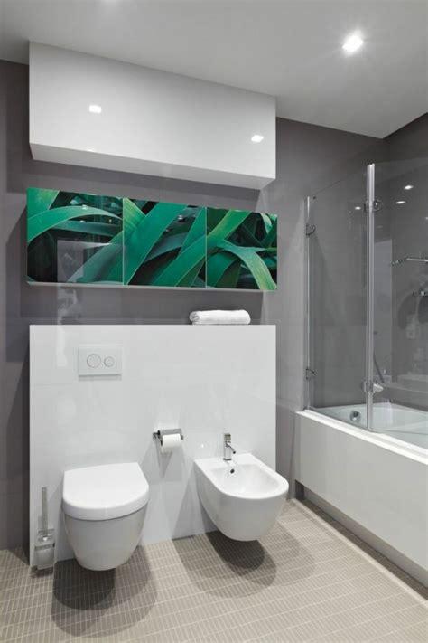 Modernes Badezimmer Weiße Möbel Graue Wände Dekor Pflanzen