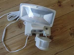 Led Strahler Außen Test : brennenstuhl sol80 plus solar led strahler im test ~ A.2002-acura-tl-radio.info Haus und Dekorationen