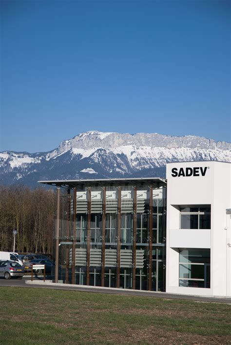 siege systeme u sadev headquarter sadev architectural glass systems