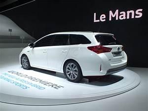 Toyota Auris Break Hybride : vid o en direct du salon de paris 2012 toyota auris touring sports premier break compact full ~ Medecine-chirurgie-esthetiques.com Avis de Voitures