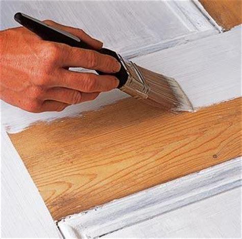 comment peindre une cuisine en bois peinture bois comment faire éco peinture