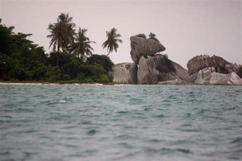 foto nasib keindahan pulau bangka belitung kala tertimpa