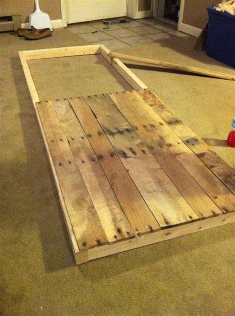 sliding barn door  reclaimed pallet wood