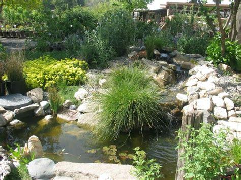 wasserfall gartenteich gestaltung idee graeser pflanzen