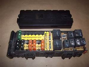 2000 2001 Ford Taurus Fuse Relay Box 3 0l