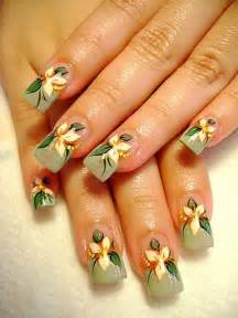 Free hand drawing nail design art from
