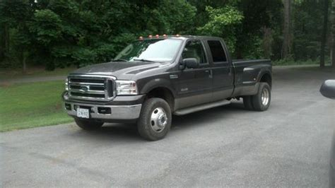 buy   ford  lariat super duty crew cab  wd