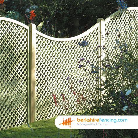 Concave Diamond Trellis Fence Panels 5ft X 6ft Natural