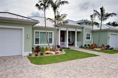 small front yard landscaping ideas townhouse simple landscaping ideas for small front yard tropical daze chsbahrain com