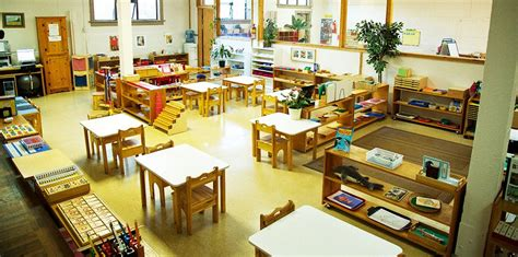 montessori classroom setup classroom environment 400 | 81edc8344a22392962f32f6a8ee79545