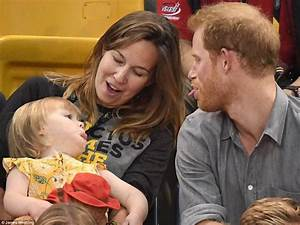 Prince Harry plays with two-year-old at Invictus Games ...