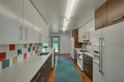 8 helpful tips for choosing kitchen cabinet paint colors