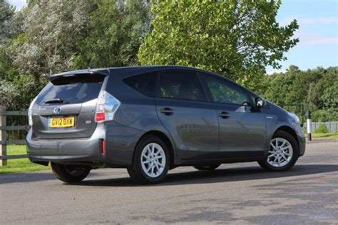 toyota prius  review  parkers