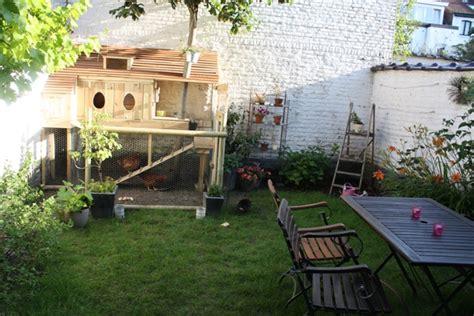 veste cuisine bragard osez les poules en ville dans un jardin bruxellois
