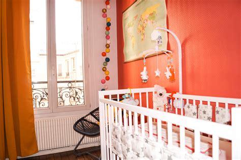 rideau chambre bébé fille chambre jaune moutarde