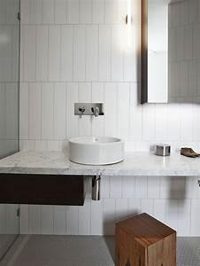 decorer la salle de bains avec un evier ceramique With maison humide que faire 9 idee carrelage salle de bain couleur deco maison moderne
