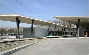 Zaha Hadid Architektur : ungew hnliche architektur von zaha hadid an der endstation hoenheim gare der linie b 21 ~ Frokenaadalensverden.com Haus und Dekorationen