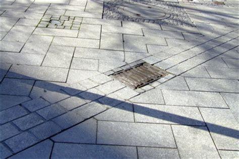 gehwegplatten aus beton verlegen darauf sollten sie achten