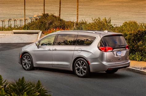 2019 Chrysler Pacifica Review, Design, Engine, Price