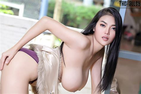 Pitta Busty Asian Beauty The Black Alley Curvy Erotic