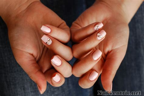 Luxury Nail Art Design :  Romantic Pink And Luxury Jewels