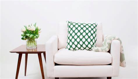 Armchair Throw by How To Throw A Throw 101 5 Easy Ideas Cococozy