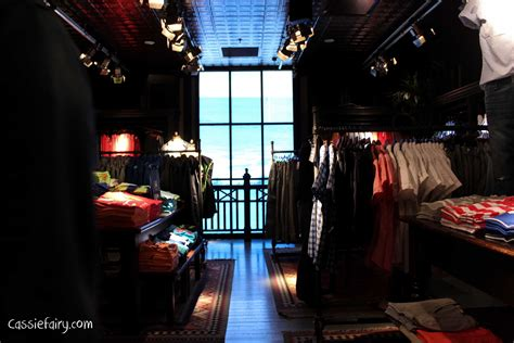 Getting interior design inspiration from Hollister store
