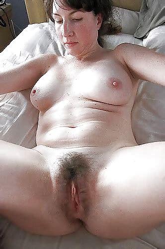 legs nude spreding sexy woman