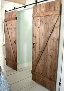 6 idees pour faire soi meme une porte coulissante With fabriquer une porte en bois