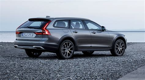 2017 Volvo V90 Cross Country revealed: High riding Swede