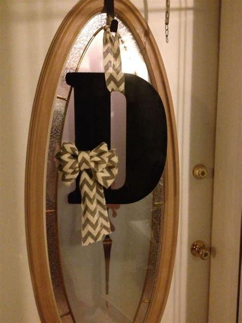 diy monogram door hanger wooden letter  hobby lobby painted black   burlap chevron bow