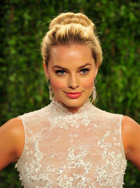 margot robbies  updo hairstyles popsugar beauty uk