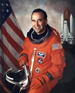 Astronaut Bio: Frank Caldeiro (10/2009)