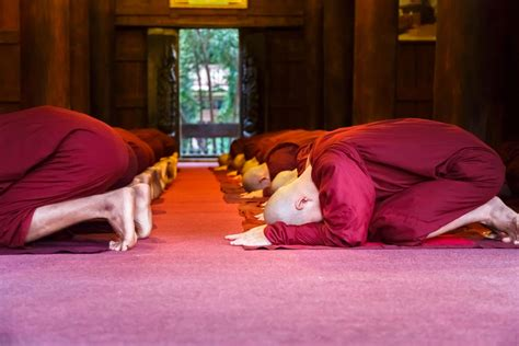 bowing  practice   show respect buddhism