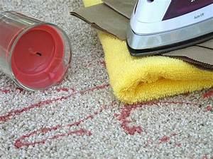 Blutflecken Entfernen Teppich : mit diesem trick flecken vom teppich entfernen ~ Watch28wear.com Haus und Dekorationen