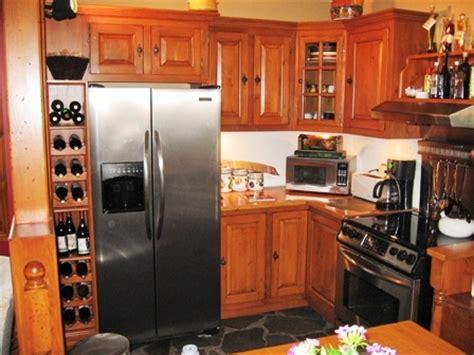 teindre armoire de cuisine la chronique de l 39 armoirier sur les armoires de cuisine