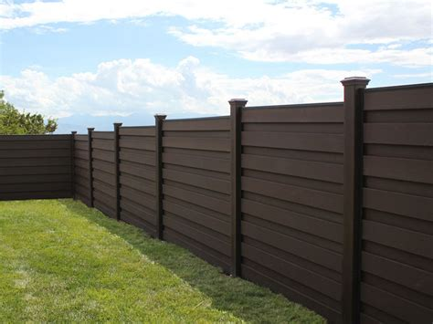 alternative to wooden fencing privacy