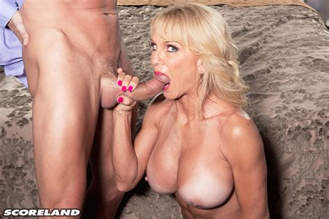 Horny Cougar Cara Reid Gets Her Wet Pussy Drilled 1 Of 2