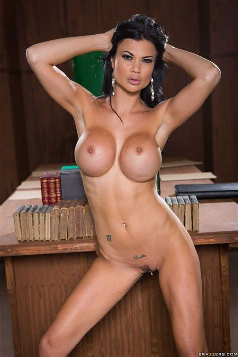 Jasmine Jae And Loulou Get Screwed In A Courtroom
