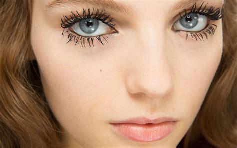 Каким будет модный макияж в 2018м перестанем выщипывать брови и украсим серебряной фольгой веки?
