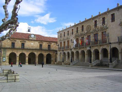 photo de d artagnan file plaza mayor de soria jpg wikimedia commons