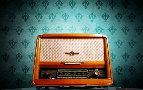The entire history of radio in one simple infographic ...