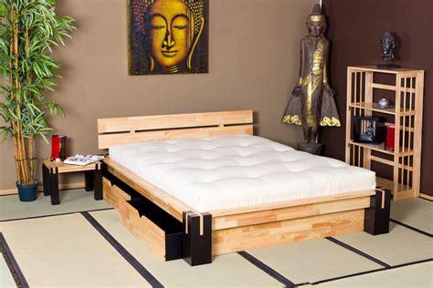 coffre de rangement chambre lit en bois et lit japonais optez pour un lit original et