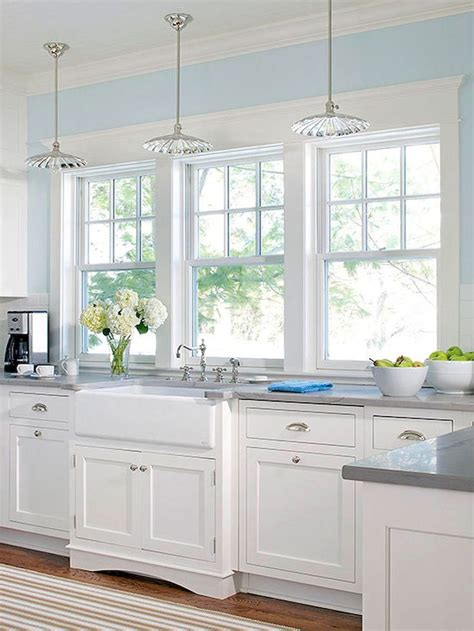 Decorating Ideas For Blue And White Kitchen by Best 25 White Farmhouse Kitchens Ideas On