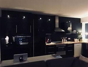 Deco Mur Cuisine : cuisine mur noir mat ~ Teatrodelosmanantiales.com Idées de Décoration