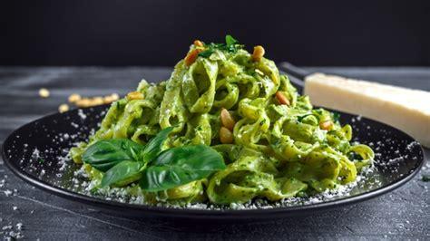 Receta de espaguetis al pesto con atún